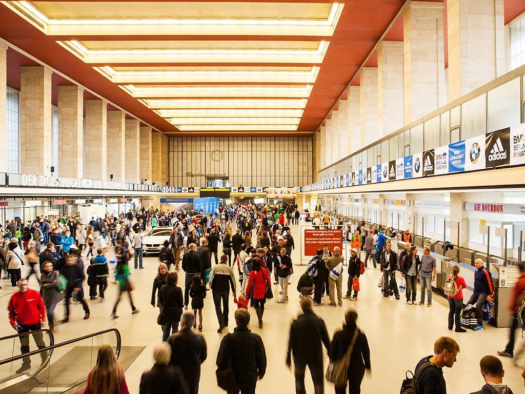 Die Marathon Messe 2013 in den ehrwürdigen Hallen des ehemaligen Flughafens Tempelhof