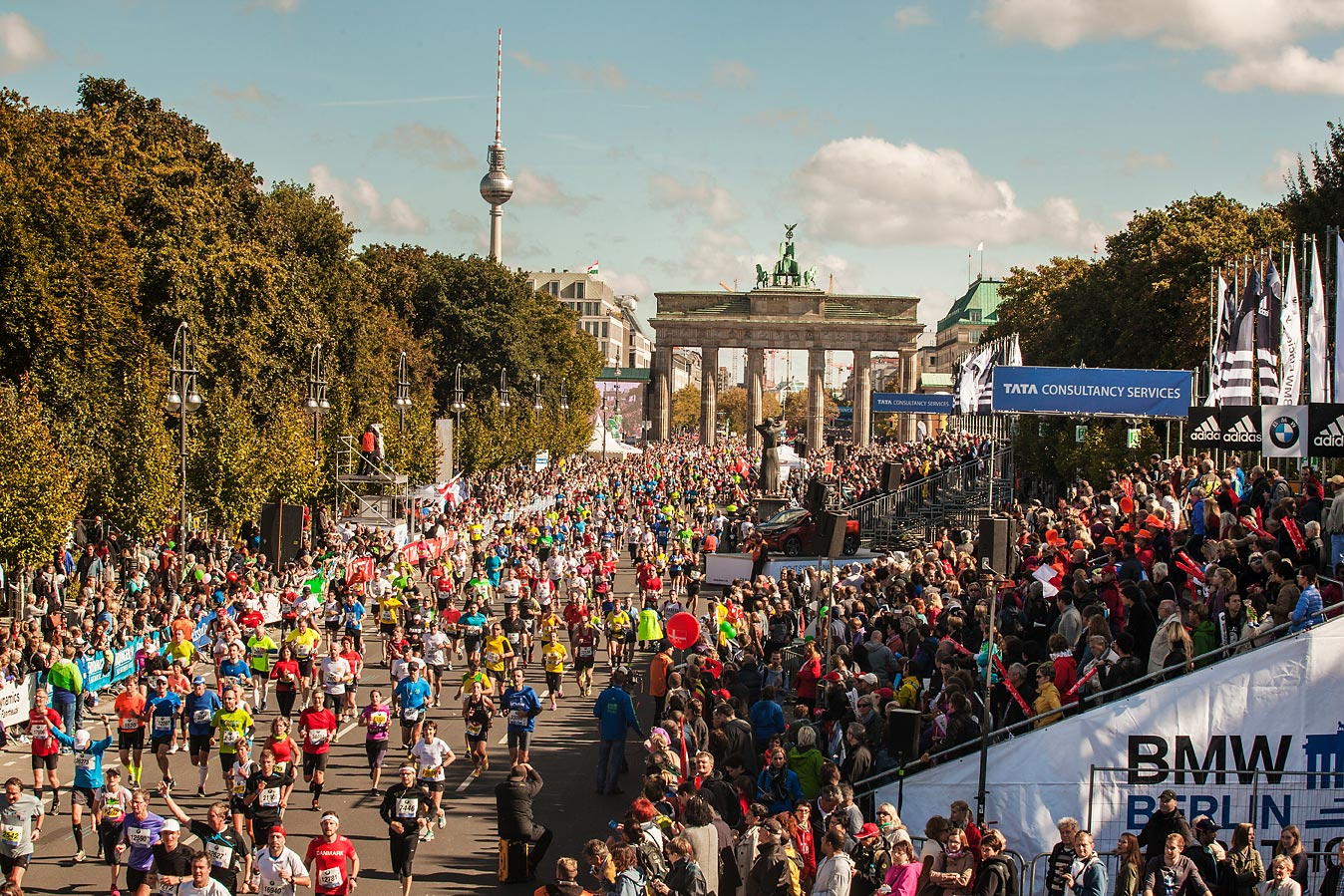 Zieleinlauf des 40. Berlin Marathons am Brandenbruger Tor
