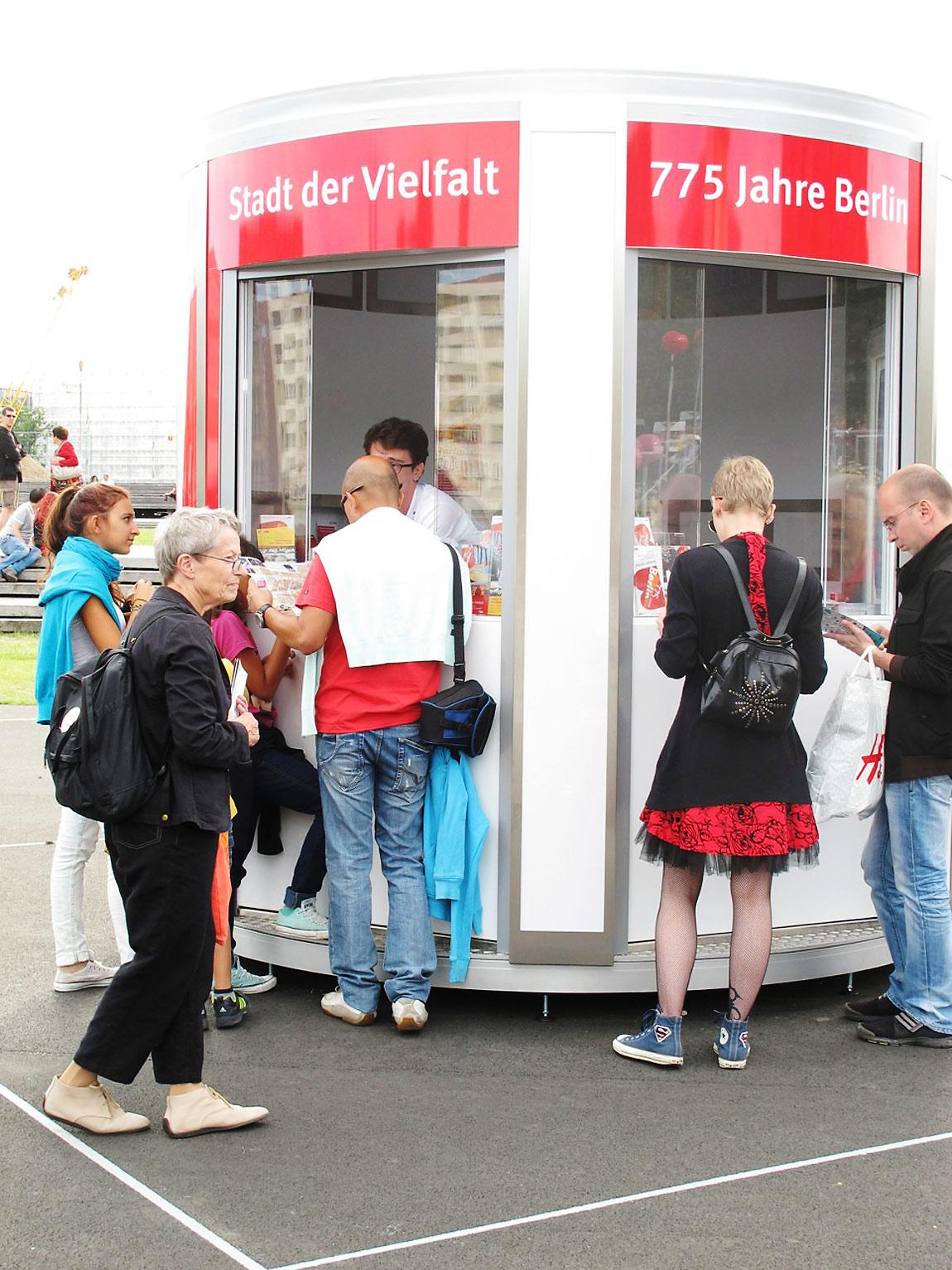 """Promoter berät Berlin Gäste - """"775 Jahre Berlin"""""""